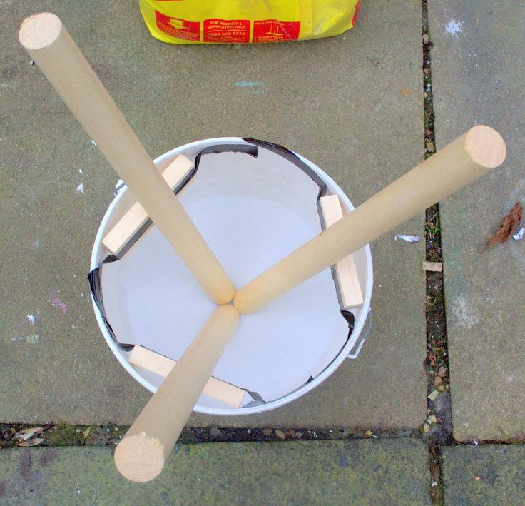 nostalgiecat: Concrete stool...