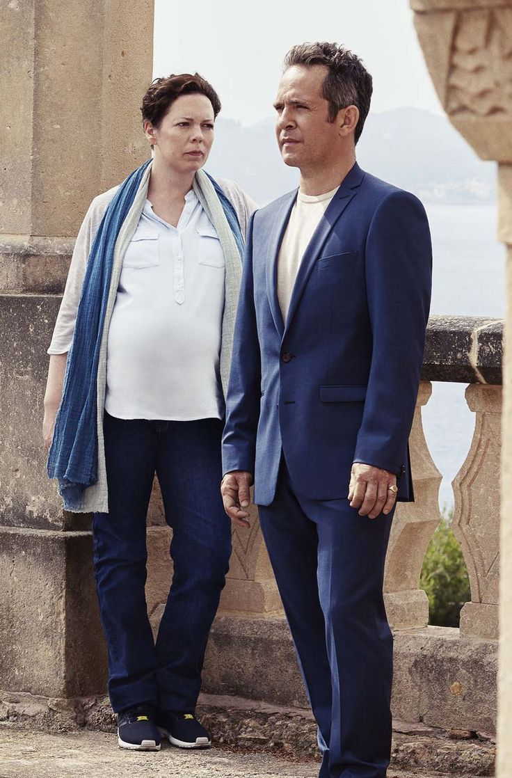 Our first proper look at Olivia Colman, starring alongside big names like Hugh Laurie, Tom Hiddleston and as pictured, Tom Hollander (who starred with OC on Rev. as her vicar husband Adam) in the new awaited BBC drama #TheNightManager. Refreshing to see a role, that was originally adapted for a male, get redefined, not only for a woman, but a heavily pregnant one at that! Also interesting to note, that the sex of her recent baby is mentioned here? Hmmm. Photo: Mitch Jenkins, The Ink…