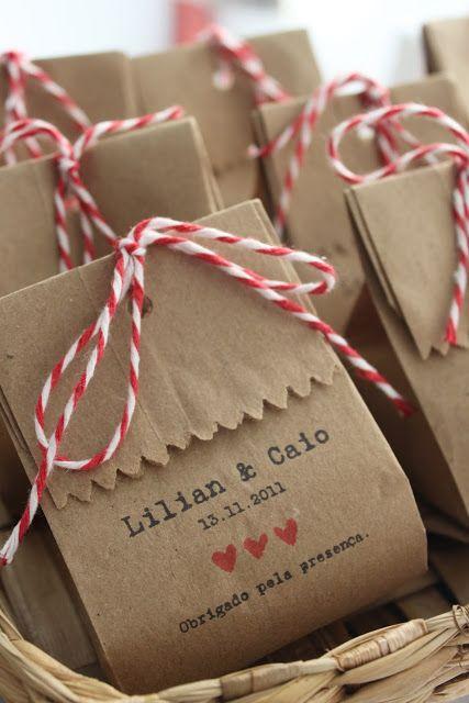 Boa ideia para embalar lembrancinhas comestíveis, perfeito para quem vai se casar no campo.