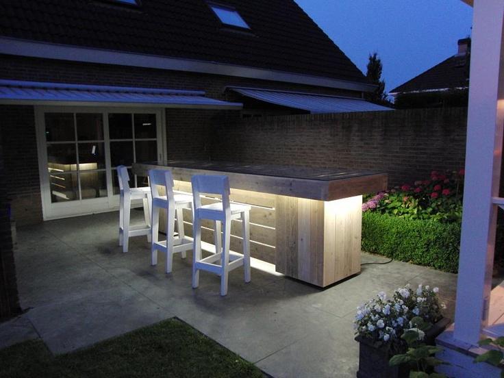 Bar steigerhout met verlichting en koelkasten ingebouwd. Vervaardigd door www.steigerhoutenzo.com