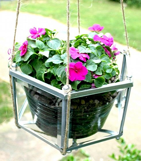 old light fixture turned into planter: Lights Fixtures, Hanging Flowers, Thrift Stores, Flowers Planters, Lights Hanging, Pendants Lights, Flowers Baskets, Hanging Planters, Hanging Baskets