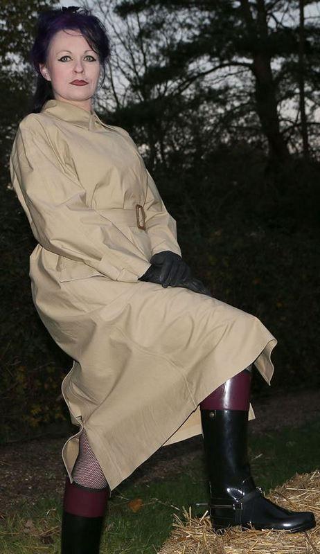 Épinglé par Claude sur PVC raincoat | Rubber raincoats ...