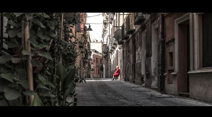 Cagliari -- La signora in rosso