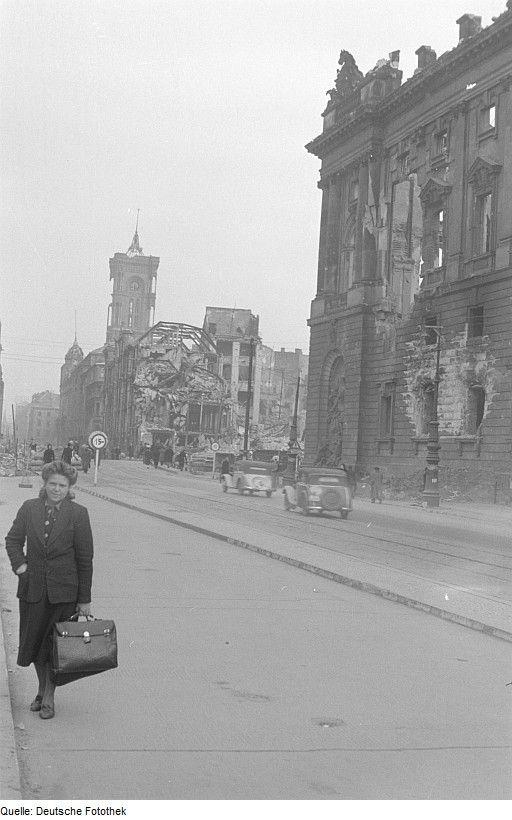 1945.. Rotes Rathaus.. Neuer Marstall.. Kaufhaus Nathan Israel.. Schlossplatz near Bürgstraße
