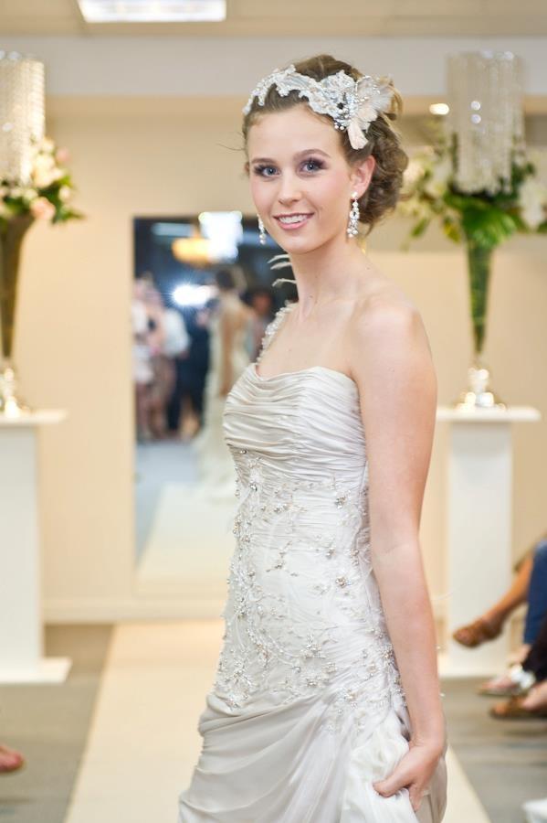 Elizabeth de Varga Mercedes gown and lace headpiece <3 Australian Made <3