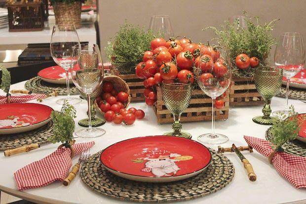 Prepare a casa para pizza com amigos. Como montar uma mesa que celebra a redonda! :)  (Foto: Thais Senna )