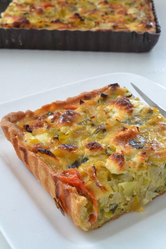 Preitaart met geitenkaas! Aanpassingen: bodem: 5 plakjes hartige taart. Vulling: geen bloem gebruikt; 100 ml Boursin light culinair; 2 rode uien!
