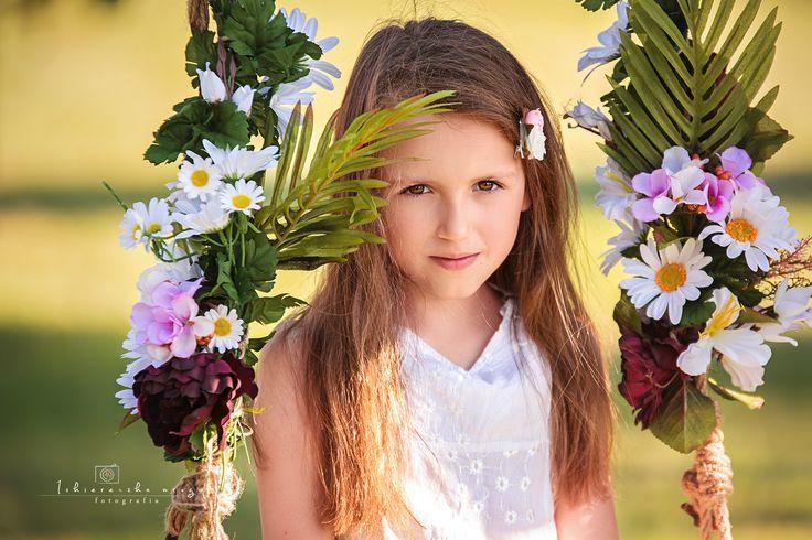 Na huśtawce marzeń ....  zapraszam do oglądania http://www.iskiereczkamruga.pl/blog/hustawka-wspomnienie-dzieciństwa 797-590-642