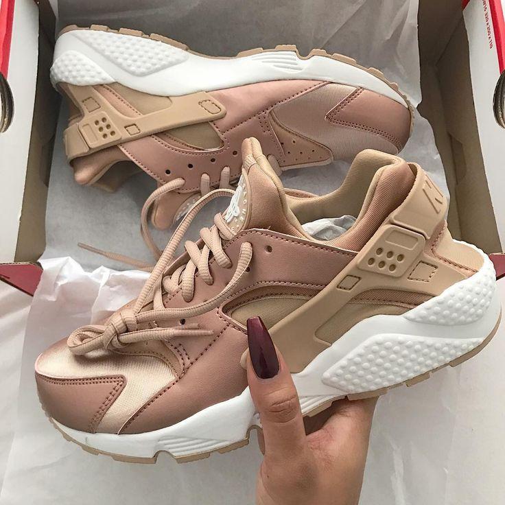 uk availability c037b 67619 The Womens Nike Air Huarache Run SE custom roshe oreo design womens Nike  Custom Roshes Oreo black and whiteWomen nike Nike free runs ...