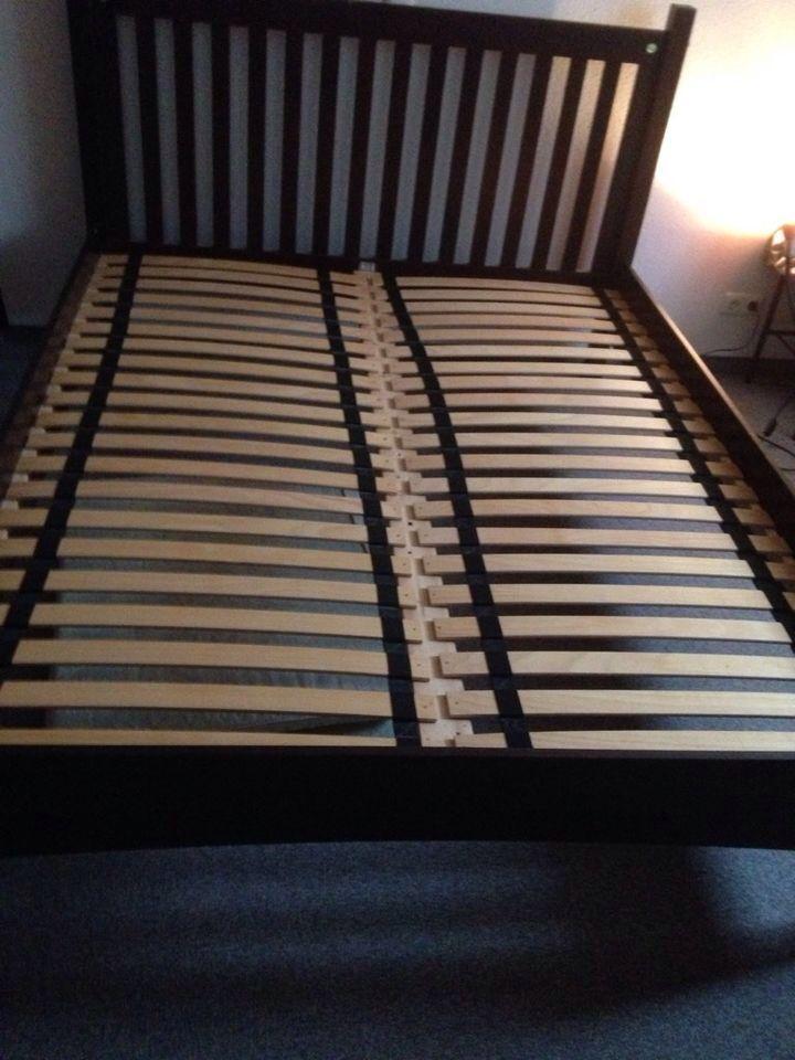 Bett - Holz - 160x200cm, 135 €