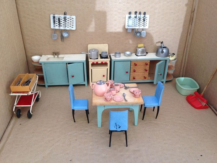 VINTAGE DOLLS HOUSE FURNITURE - 1960s - KITCHEN UNITS, LEAD PANS, CUTLERY ETC | eBay