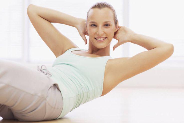 Flacher Bauch und schlanke Taille: Machen Sie drei Mal pro Woche diese speziellen Übungen und schnell sitzt die eng taillierte Bluse wieder perfekt.