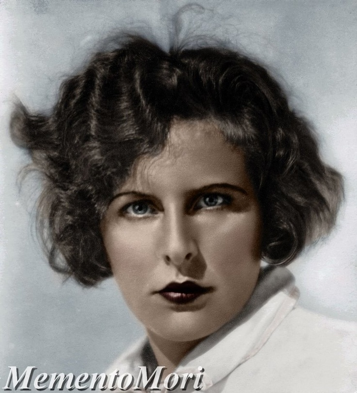 olympia leni reifenstahl The wonderful horrible life of leni riefenstahl is that triumph of the will and olympia the wonderful horrible life of leni riefenstahl is not.