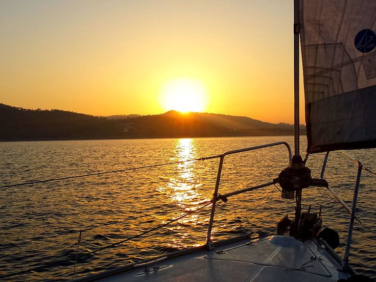 A memorable evening awaits you with this lovely sailing sunset cruise at BabaSails Yachting in Halkidiki #sail #halkidiki #babasails #greece #sunset