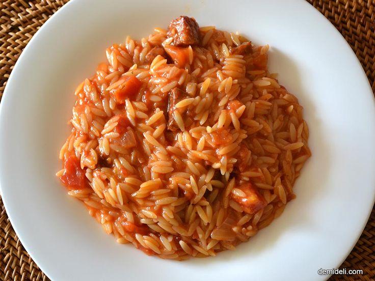 Κριθαρότο με πικάντικο λουκάνικο