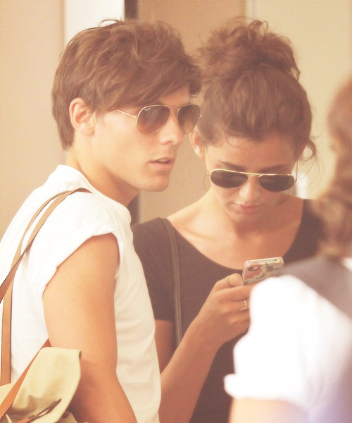 Louis and Eleanor! They're wearing the same sunglasses! :)