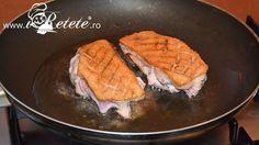 Piept de rata cu sos de portocale - se serveste cald, taiat feliute, impreuna cu sosul de portocale si eventual cu piure de cartofi.