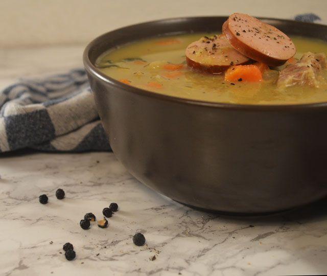 Ouderwetse Erwtensoep. Een heerlijke Hollandse zelfgemaakt soep. Om van te…