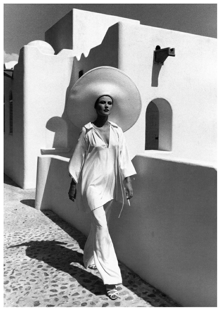 Photo Rico Puhlmann Heloise in tunic and pants by Halston, Las Hadas, Mexico, published in Harper's Bazaar, June 1974