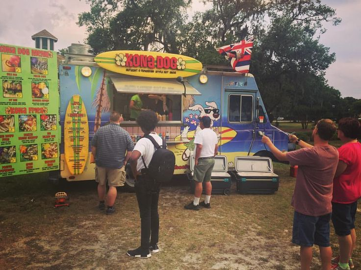 """50 Likes, 2 Comments - Orlando Foodie News (@orlandofoodienews) on Instagram: """"Came to See Kona Dog Food Truck at the Apopka Food Truck Event!!😍🌺🌭🚚 😍🌺🌭🚚 ( 🔥: @konadog_orlando ) .…"""""""