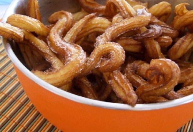 Spanyol fahéjas fánk - Churros recept képpel. Hozzávalók és az elkészítés részletes leírása. A spanyol fahéjas fánk - churros elkészítési ideje: 25 perc