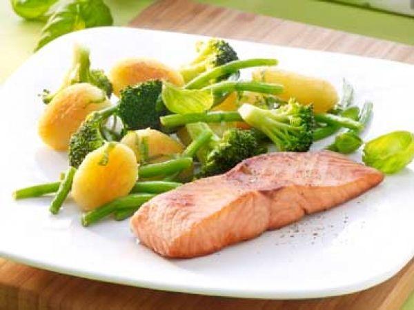 Gebakken zalm met boontjes en broccoli