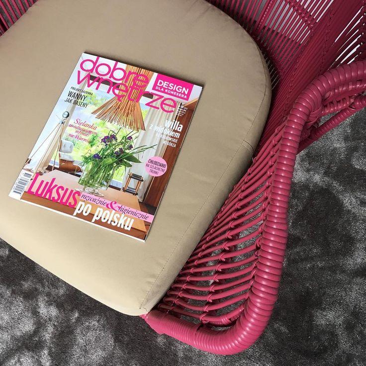 W sierpniowym numerze #dobrewnętrze_magazyn #fotel Tessa 💕 głosujemy na Noonu w konkursie Design dla konesera! #noonu #mebleogrodowe #gardenfurniture #meble #ogród #taras #dobrewnetrze #róż #designdlakonesera