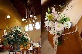 Afbeeldingsresultaat voor bloemen kerk huwelijk