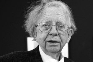 Igor Grossman (3. 11. 1924 – 4. 8. 2013) bol najlepším fotografom medzi lekárnikmi.