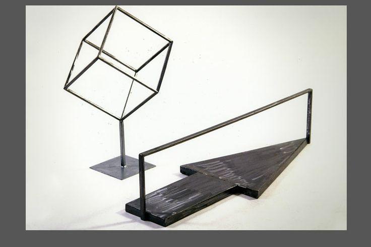 scultura di ferro Cubo Sospeso, vassoio La Sagitta in lamiera spazzolata