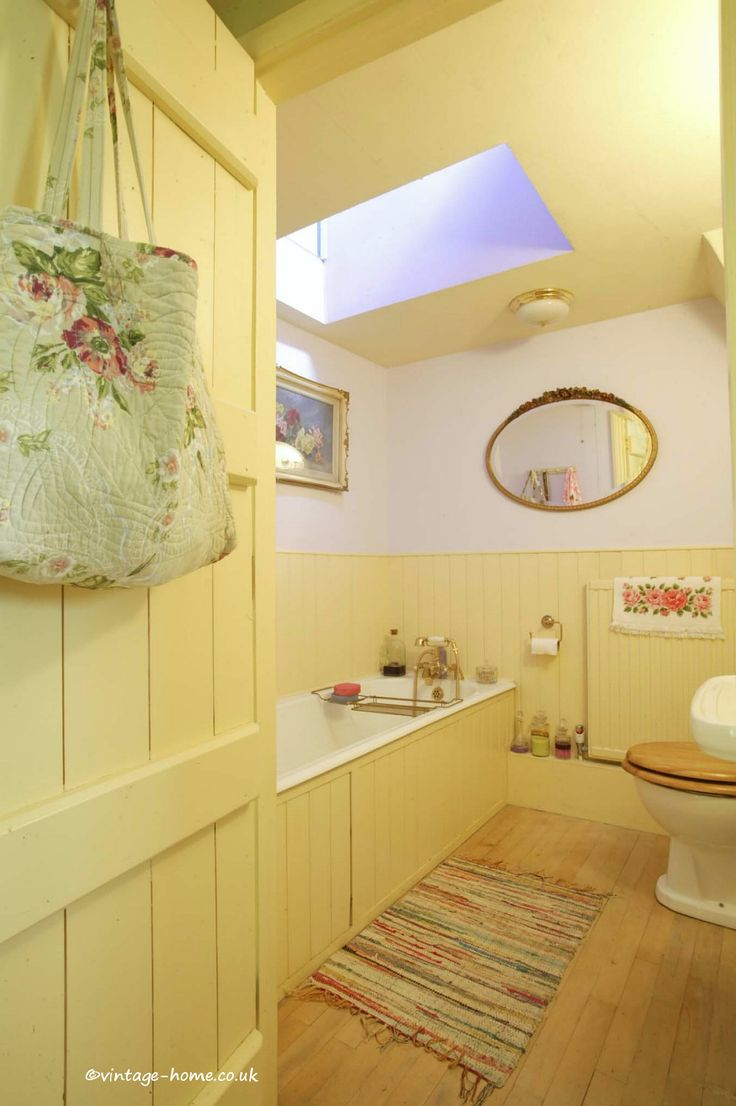 English Country Cottage - The bathroom at Pottery Cottage, Oxfordshire: www.vintage-home.co.uk