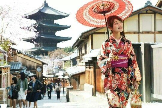 "Getting one step closer to Maiko-han with ""MAIKOHAN makeup face powder"" #japankuru #japan #cooljapan #maikohan #cosmetics #beauty #sakura #kyoto #kimono #cherryblossom #makeup"