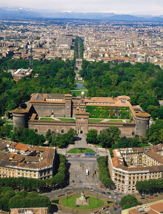 Αν και η έδρα των κολοσσών της ιταλικής μόδας ή αλλιώς η αδιαφιλονίκητη πρωτεύουσα της «ψύχραιμης κομψότητας», αποτελεί σίγουρα ιδανικό προ...