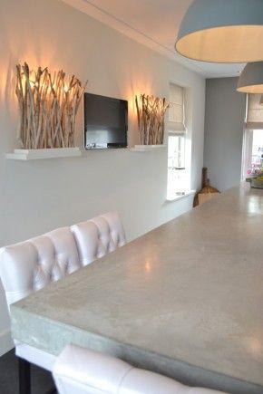 Super combi.  Keuken met een betonnen werkblad, lampen van Duran en stoelen van Interiors DMF.