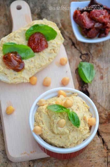 Hummus (Pasta z ciecierzycy i sezamu)