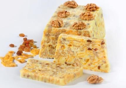 Biały blok czekoladowy z orzechami. Kliknij w zdjęcie, aby poznać przepis. #ciasta #ciasto #desery #wypieki #cakes #cake #pastries