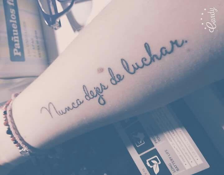 """Tatuaje """"Nunca dejes de luchar."""""""