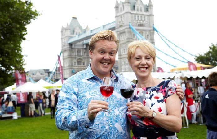 Miles de personas se darán cita en Londres para disfrutar del vino Rioja https://www.vinetur.com/2014061215803/miles-de-londinenses-se-daran-en-londres-para-disfrutar-del-vino-rioja.html