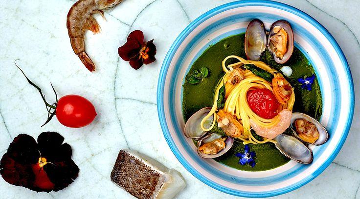 L'Oro di Napoli, un viaggio in 9 itinerari per incontrare i protagonisti della ristorazione regionale: ristoranti gourmet e della tradizione, giovani chef e trattorie alle prese con materie prime di alta qualità e sapori autentici. Prova anche tu una delle 40 ricette #Voiello. http://goo.gl/wzGpHi