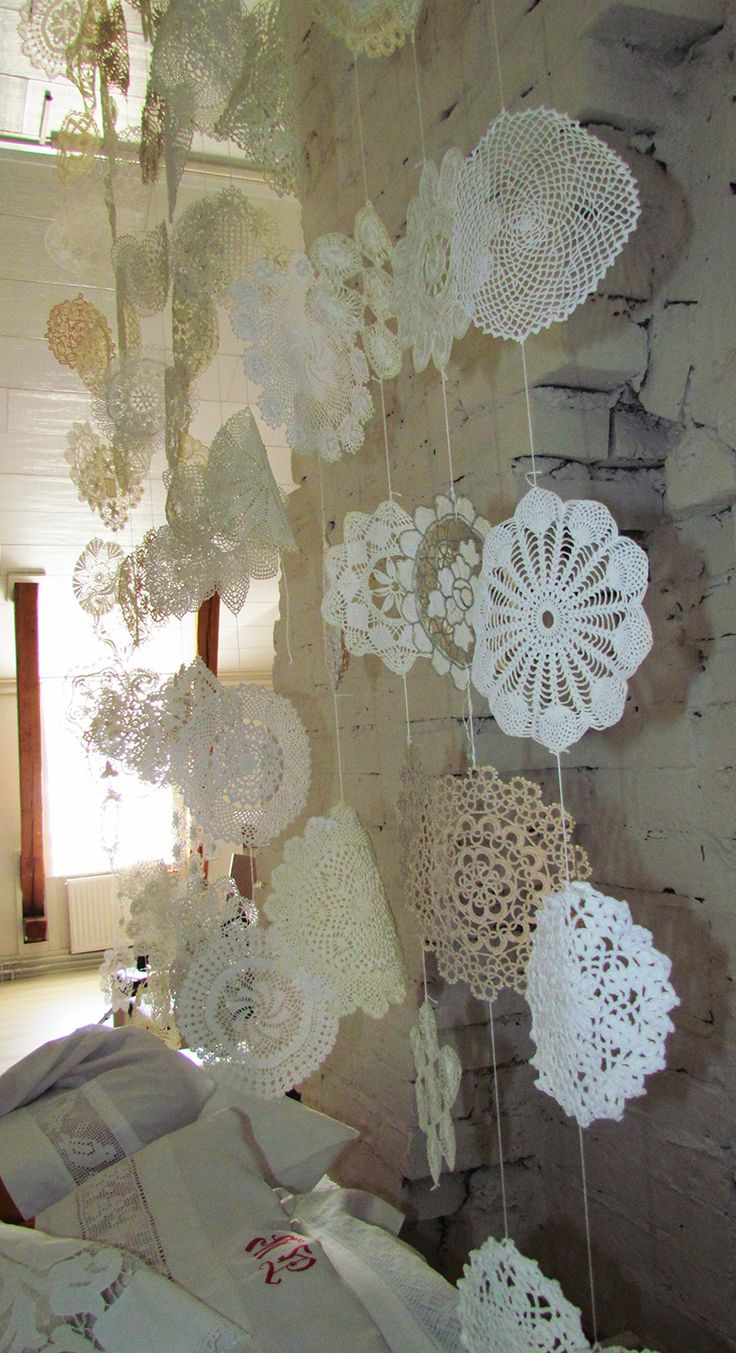 A closer look of the doily curtain