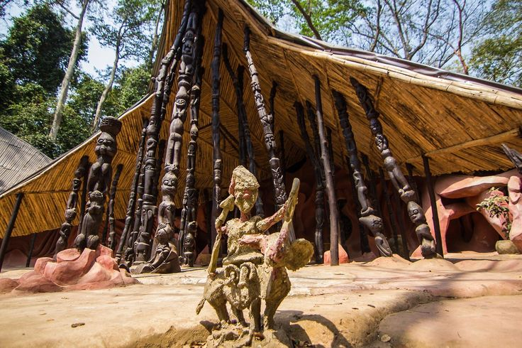 Here is a fascinating article by Tara Trinley Wangmo about theYoruban Osun-Osogbo Sacred Grove onthe banks of theOsun river in Nigeria. Tara is founder of LEVEKUNST.com. – a stunningly bea…