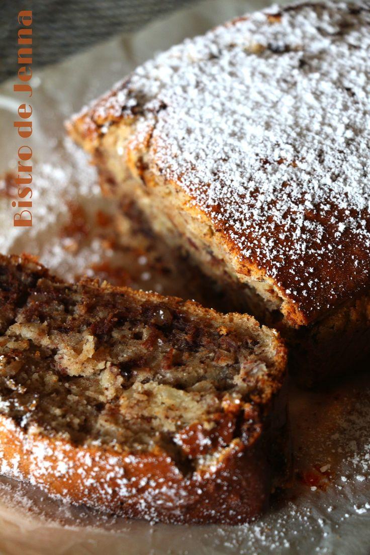 CAKE AU YAOURT, NOISETTE & CHOCOLAT (Pour 6 P : 250 g de yaourt nature ou fromage blanc nature, 120 g de sucre, 2 sachets de sucre vanillée, 3 oeufs, 180 g de farine, 30 g de beurre demi-sel fondu, 1/2 sachet de levure, 1 c à c de cannelle, 1 c,à c de muscade, 1 c à c de gingembre, 5 clous de girofle en poudre, 80 g de chocolat noir, 100 g de noisettes)
