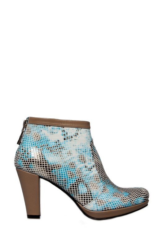 New in! Ankle boots with blue snake print! You like? Available from www.colettesol.com for €189.95
