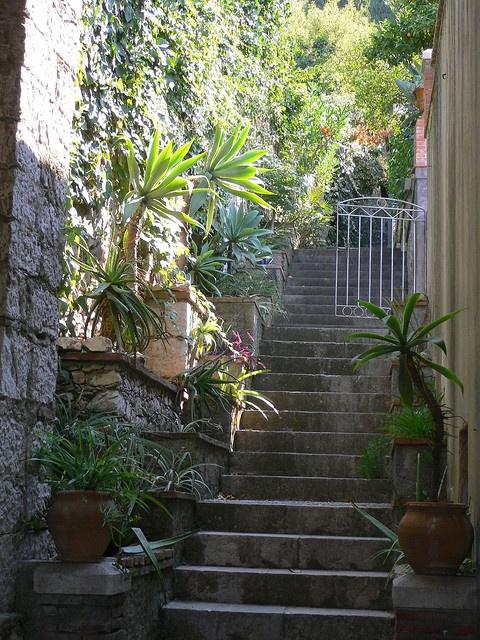 Scalinata tipica , Taormina ,Sicilia.