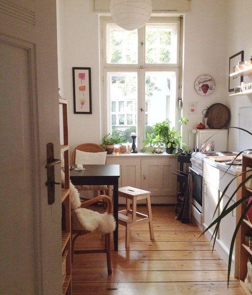 """10 mal schönste Interior-Individualität! Wunderschöne Häuser mit Geschichte, ein Fachwerkhaus oder ein kleiner Biobauernhof: In den neuen Einblicken gibt es wieder viele spannende Interieurs zu entdecken. Wir freuen uns außerdem auf süße Stadtwohnungen mit Garten, ein tolles Holzhaus und darauf, Altbauträume in Berlin kennenlernen zu dürfen! Hereinspaziert!""""Wir arbeiten immer noch daran, unserem 125 Jahre alten Haus sein Flair zurückzugeben!""""Claudia, 54, aka dashatjetztfluegel, liebt es…"""