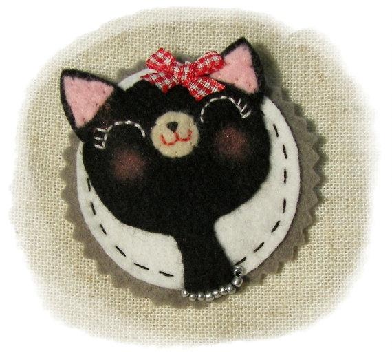 Black Felt Cameo Cat by feltcameos at Etsy :)
