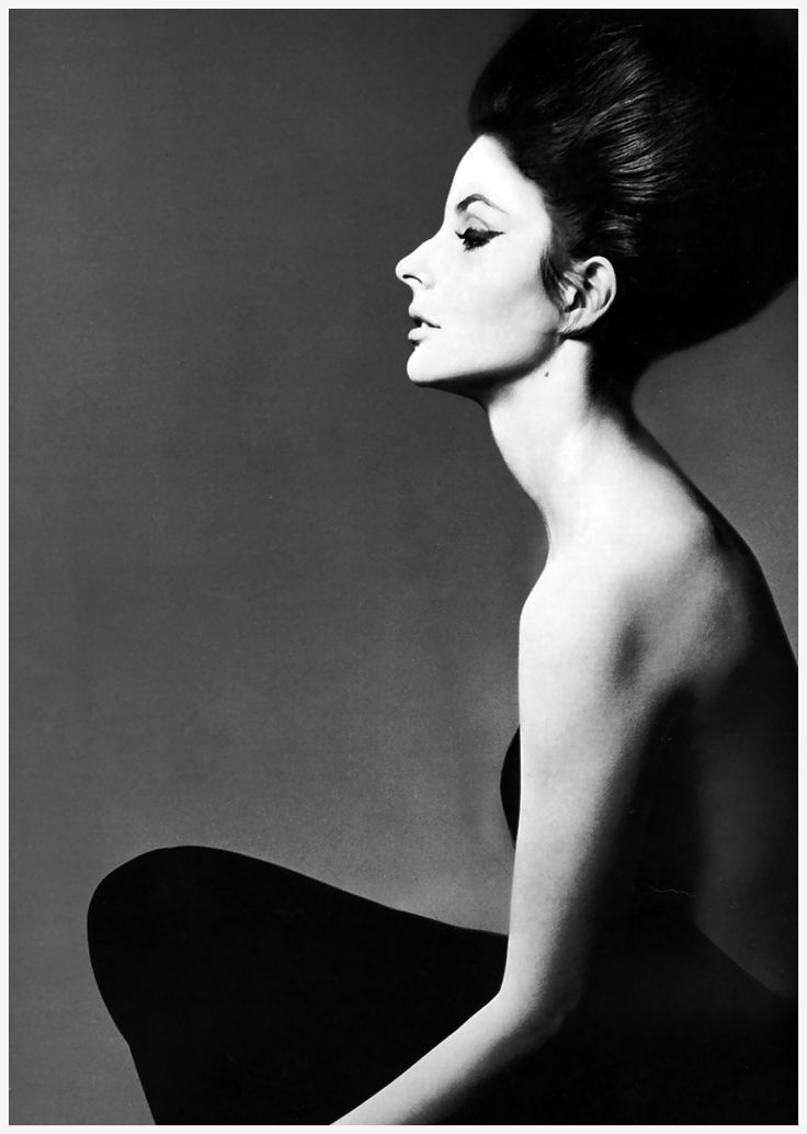 Dolores Guinness photographed by Richard Avedon.