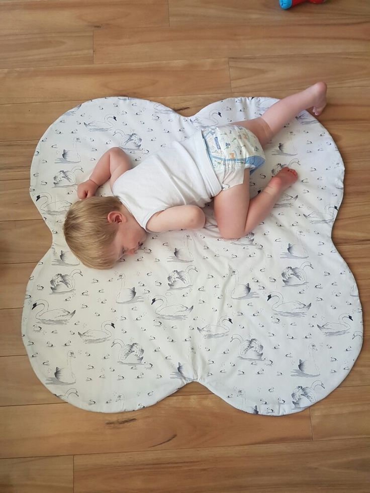 Kiss playmat! Unique shape and extra cute Swan fabric ❤ Little Swan Designs.