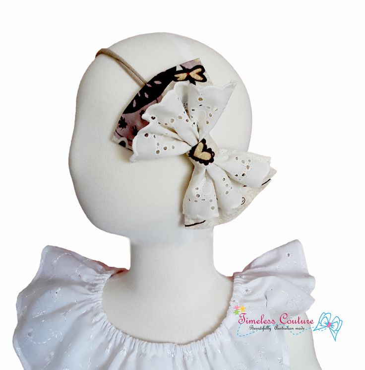 A beautiful hair accessory, just finished and already gone. This product is sold out, but it's so pretty I couldn't help to post it and brag a bit of how much I love handmade and my work. Thank you everybody for your love and support in my journey.