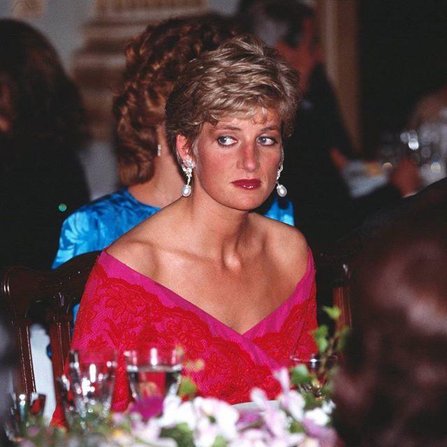 13 November 1990: Princess Diana at a banquet celebrating the Emperor Akihito's…